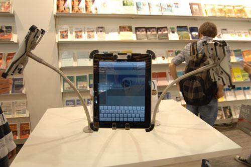 16BM10_iPad
