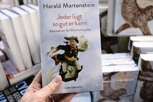 FBM18_21_MartensteinJederLuegt
